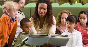 teacher reading to students -